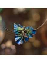 Naszyjnik z niebieskimi listkami