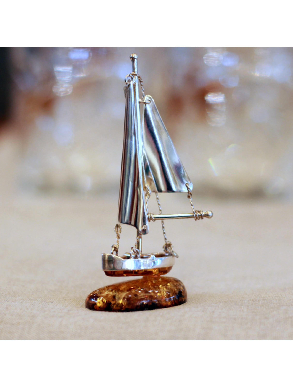Żaglówka z bursztynu i srebra