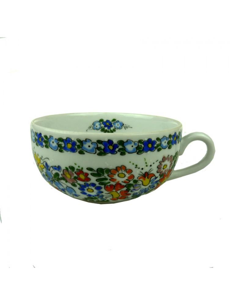 Porcelanowa filiżanka do herbaty