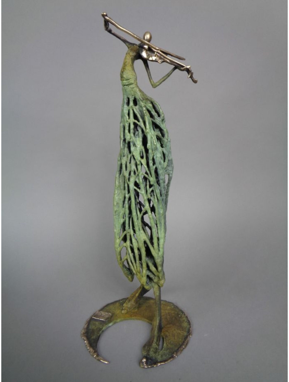 Skrzypaczka - rzeźba z brązu.
